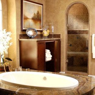 ロサンゼルスの地中海スタイルのおしゃれな浴室の写真