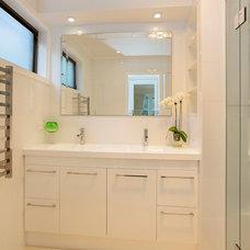Modern Bathroom by GIA Bathroom & Kitchen Renovations