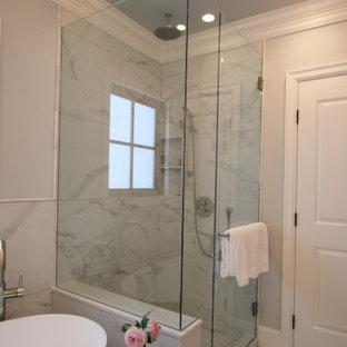 Cette image montre une grand salle de bain principale traditionnelle avec un placard avec porte à panneau surélevé, des portes de placard grises, une baignoire indépendante, une douche d'angle, un WC suspendu, un carrelage blanc, des carreaux de porcelaine, un mur gris, un sol en carrelage de porcelaine, un lavabo encastré, un plan de toilette en quartz modifié, un sol blanc, une cabine de douche à porte battante, un plan de toilette blanc, meuble double vasque, meuble-lavabo encastré et un plafond à caissons.
