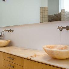 Modern Bathroom by mark pinkerton  - vi360 photography