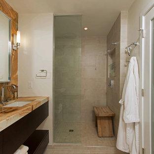 Imagen de cuarto de baño principal, contemporáneo, de tamaño medio, con lavabo bajoencimera, armarios con paneles lisos, puertas de armario de madera oscura, ducha empotrada, baldosas y/o azulejos beige, baldosas y/o azulejos de porcelana, paredes grises, suelo de baldosas de porcelana y encimera de ónix