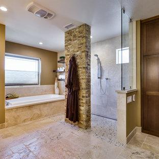 Inspiration för ett stort vintage en-suite badrum, med skåp i shakerstil, skåp i mörkt trä, ett platsbyggt badkar, en kantlös dusch, beige kakel, stenkakel och travertin golv