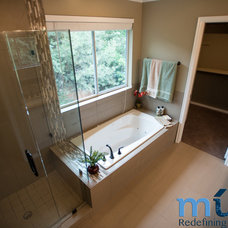 Bathroom by Muve Real Estate