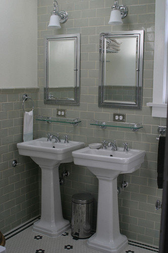 Small pedestal sink ideas pictures remodel and decor for Pedestal sink bathroom design ideas