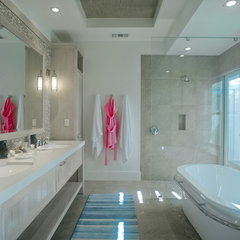tropical bathroom by Heffel Balagno Design Consultants