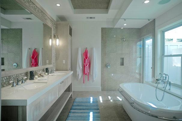 Tropical Bathroom by Heffel Balagno Design Consultants