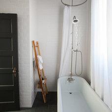 Contemporary Bathroom by 07 STUDIOS