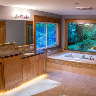 Example of a large trendy master multicolored tile slate floor bathroom design in Other with an undermount sink, granite countertops, a two-piece toilet and gray walls