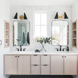 ロサンゼルスの広いトランジショナルスタイルのおしゃれなマスターバスルーム (落し込みパネル扉のキャビネット、ベージュのキャビネット、グレーのタイル、磁器タイル、白い壁、アンダーカウンター洗面器、白い洗面カウンター、洗面台2つ、フローティング洗面台) の写真