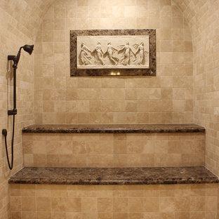 Foto di una grande sauna mediterranea con top in marmo, piastrelle beige, piastrelle in pietra, pavimento in travertino, zona vasca/doccia separata e pareti beige
