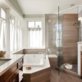 Idée de décoration pour une salle de bain tradition avec un lavabo encastré et une douche d'angle.