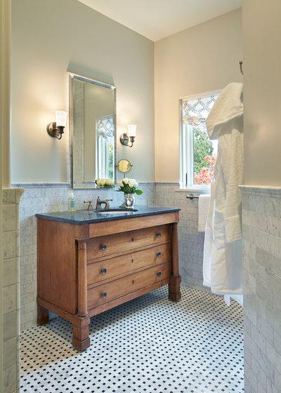 10 conseils de pro pour int grer des meubles anciens dans for Meuble salle de bain classique