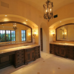 mediterranean bathroom by Fratantoni Luxury Estates