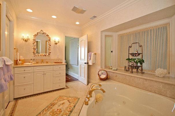 Traditional Bathroom by Architect Mark D. Lyon, Inc.