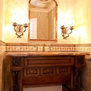 Ejemplo de cuarto de baño con ducha, mediterráneo, pequeño, con lavabo bajoencimera, armarios con paneles con relieve, encimera de ónix, baldosas y/o azulejos multicolor, baldosas y/o azulejos en mosaico, paredes amarillas y suelo de mármol