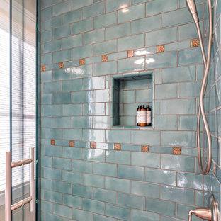 Esempio di una stanza da bagno per bambini mediterranea con lavabo sottopiano, ante lisce, ante in legno scuro, top in quarzite, doccia alcova, piastrelle verdi, piastrelle diamantate, pareti beige e pavimento in terracotta