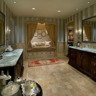 Idées déco pour une grand salle de bain principale méditerranéenne avec un lavabo encastré, un placard en trompe-l'oeil, des portes de placard en bois sombre, un plan de toilette en marbre, un carrelage beige, un carrelage de pierre, un mur multicolore et un sol en calcaire.