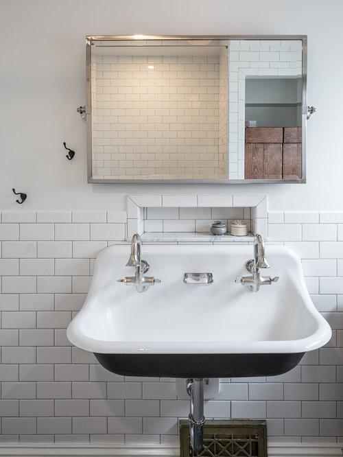 Farmhouse ottawa bathroom design ideas remodels photos for Bathroom design ottawa