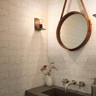 Idee per una piccola stanza da bagno country con lavabo integrato e top in cemento