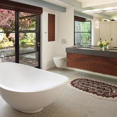 Midcentury Bathroom by Mediterraneo Design Build, Inc.