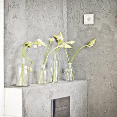 Eclectic Bathroom by Sivan Askayo