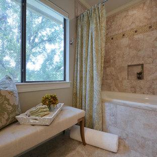 Imagen de cuarto de baño tradicional con bañera empotrada, combinación de ducha y bañera, baldosas y/o azulejos beige, baldosas y/o azulejos rosa, baldosas y/o azulejos de travertino, paredes grises, suelo de travertino, suelo beige y ducha con cortina