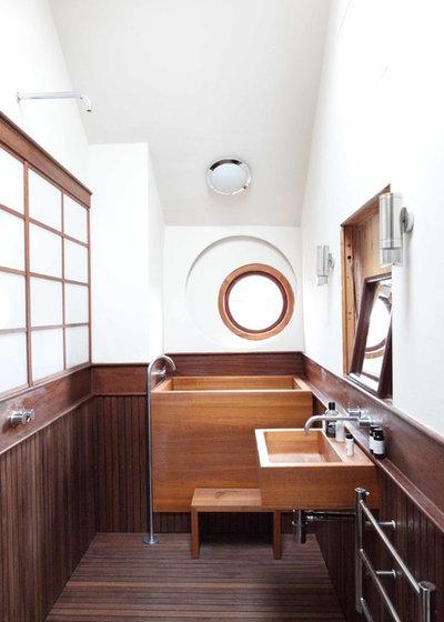Asian Bathroom by Chris Dyson Architects