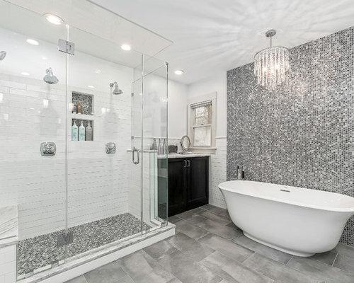 Bagno Con Mosaico Nero : Stanza da bagno con pistrelle in bianco e nero e piastrelle a