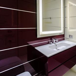 Esempio di una stanza da bagno padronale design di medie dimensioni con ante lisce, ante rosse, bidè, piastrelle beige, piastrelle in ceramica, pareti rosse, pavimento in gres porcellanato, lavabo sottopiano e top in superficie solida