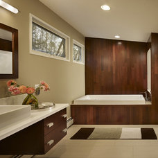Modern Bathroom by Metcalfe Architecture & Design