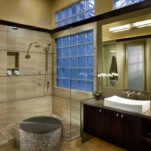 Пример оригинального дизайна: ванная комната в современном стиле с настольной раковиной