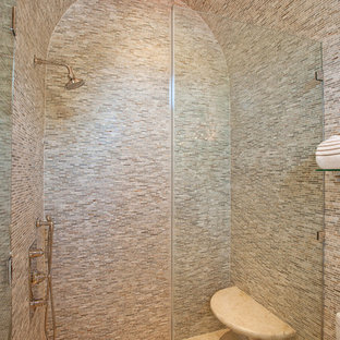 Idee per una stanza da bagno mediterranea con doccia alcova, piastrelle multicolore e piastrelle a listelli