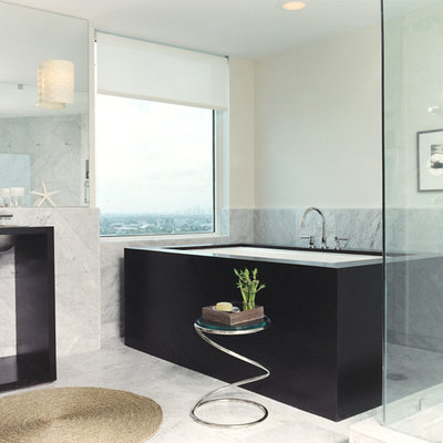 Example of a trendy freestanding bathtub design in New York with a wall-mount sink