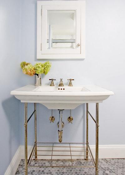 トラディショナル 浴室 by beTM interior design & project management