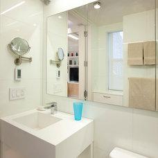 Modern Bathroom by Allen+Killcoyne Architects
