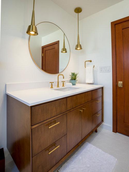 salle de bain r tro avec un placard en trompe l 39 oeil photos et id es d co de salles de bain. Black Bedroom Furniture Sets. Home Design Ideas