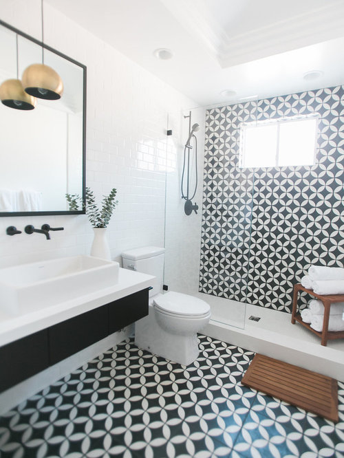 Midcentury bathroom design ideas renovations photos - Piastrelle bagno versace ...