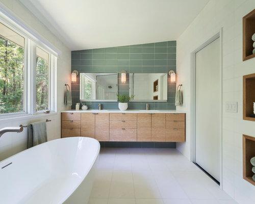 Salle de bain vert clair id es sur le th me couleurs de - Carrelage salle de bain vert d eau ...