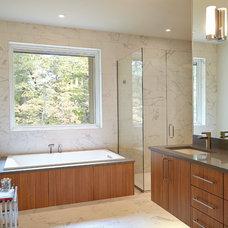 Midcentury Bathroom by New Urban Home Builders