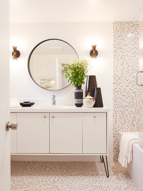 salles de bains et wc r tro avec un carrelage multicolore photos et id es d co de salles de. Black Bedroom Furniture Sets. Home Design Ideas