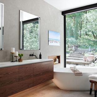 Idee per una stanza da bagno minimalista con ante lisce, ante in legno bruno, pareti grigie, lavabo integrato, pavimento grigio, top bianco e nicchia