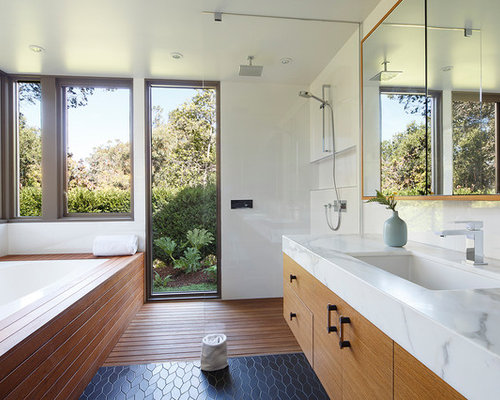 Mid Sized Midcentury Modern Master Medium Tone Wood Floor And Black Floor  Bathroom Photo In