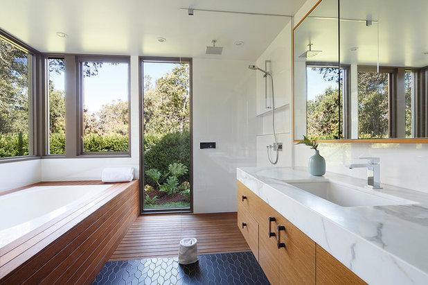 Midcentury Bathroom by David Henig, Architect