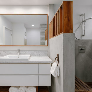 Inspiration for a mid-sized midcentury 3/4 bathroom in Los Angeles with flat-panel cabinets, white cabinets, an open shower, a vessel sink, marble benchtops, an open shower and grey benchtops.