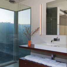 Midcentury Bathroom by Torrence Architects
