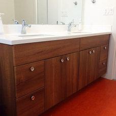 Midcentury Bathroom by Aloha Home Builders