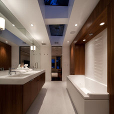 Midcentury Bathroom by CITYDESKSTUDIO, Inc.