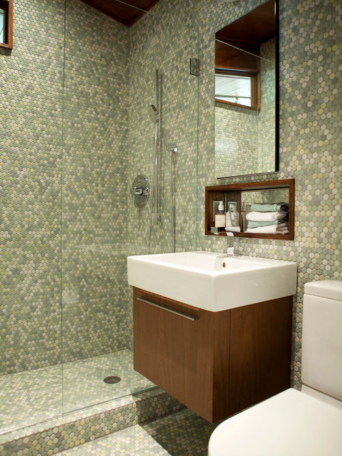 Small bathroom vanity home design ideas pictures remodel for Tiny 3 piece bathroom