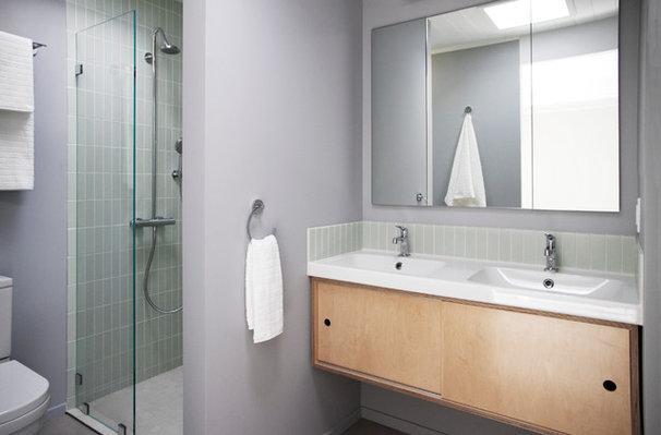 Midcentury Bathroom by Torbit Studio