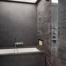 Contemporary Bathroom by studio PPARK